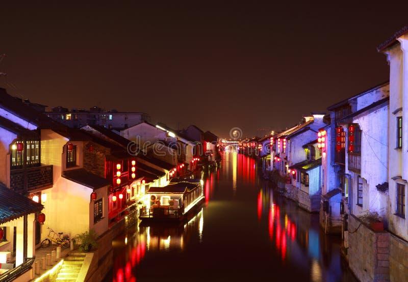Грандиозный канал от Пекина к Ханчжоу на ноче стоковые изображения