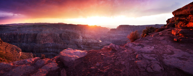 Гранд-каньон - заход солнца панорамный стоковая фотография