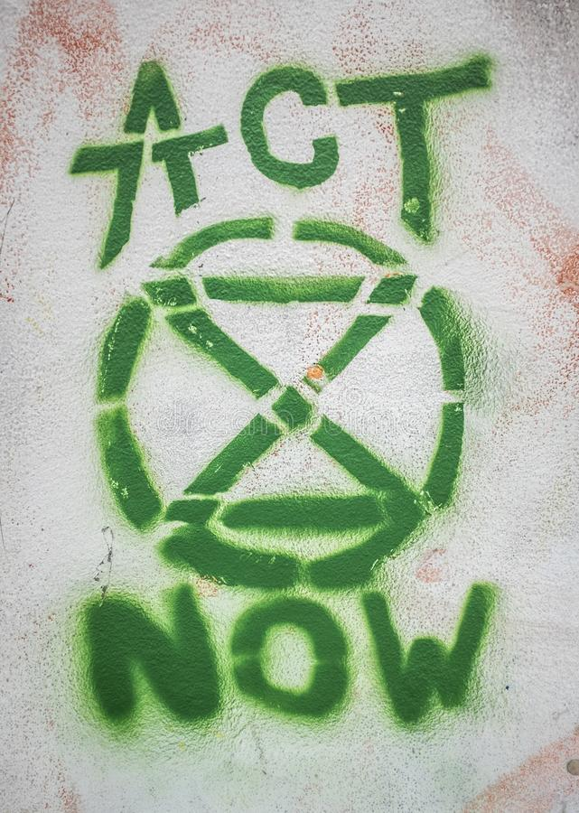 Граффити логотипа повстанчества вымирания стоковые фото