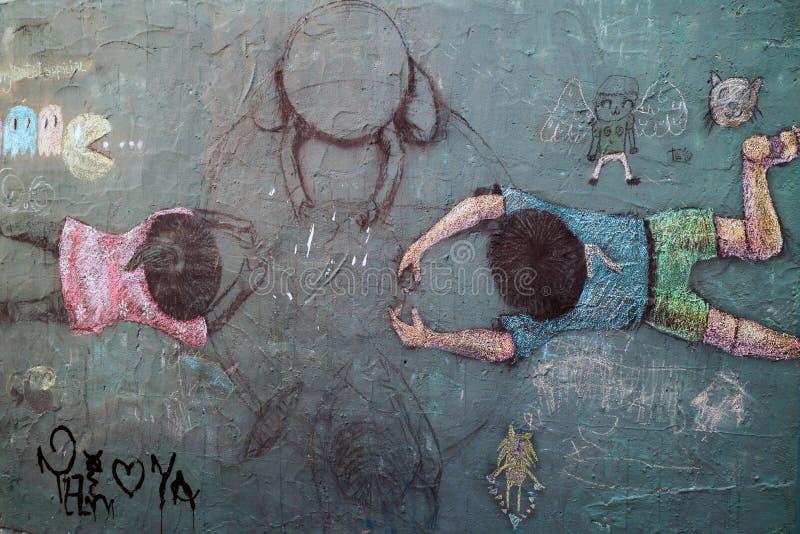 Граффити неопознанного художника на стене переулка бэтмэн стоковая фотография
