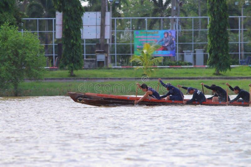 Гребущ в реке, Таиланд стоковое изображение