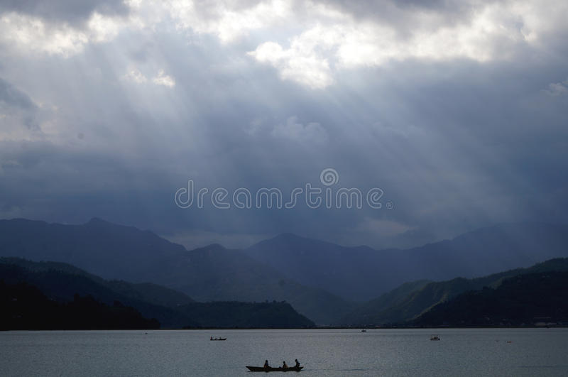Гребля в озере Fewa, Pokhara стоковое изображение