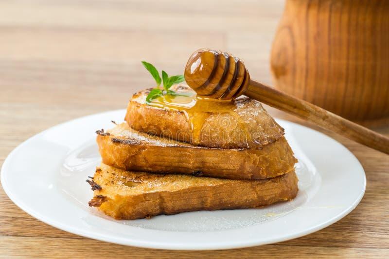 Гренки зажаренного хлеба с медом стоковое фото rf