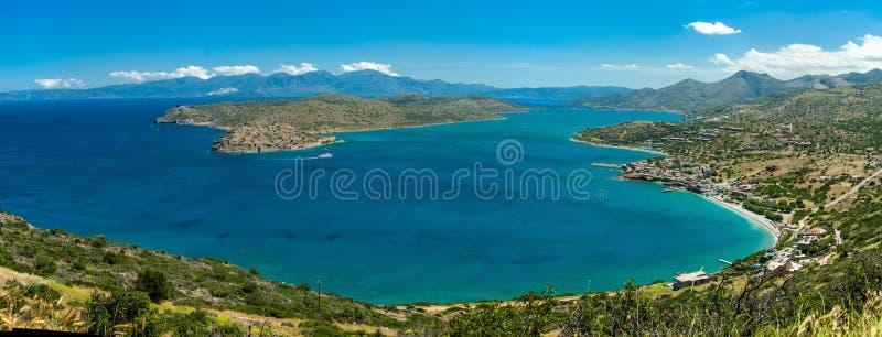 Греция Крит, взгляд к острову Spinalonga, panoram воды бирюзы стоковая фотография rf