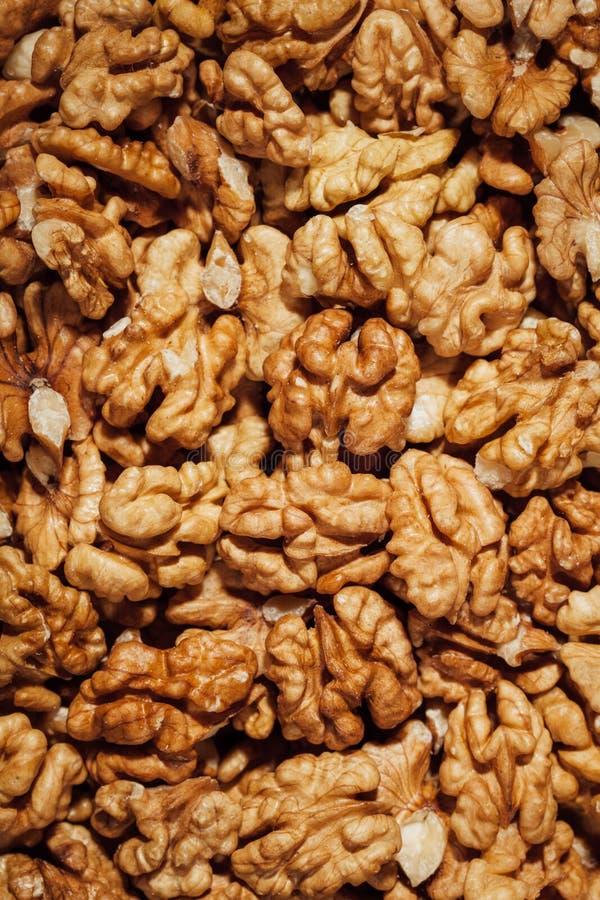 грецкие орехи обстреливаемые предпосылкой стоковое фото