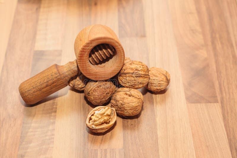 Грецкие орехи с Щелкунчиком стоковые фото
