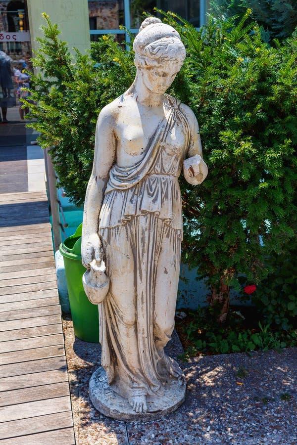 Греческая архаическая статуя расположенная на Корфу стоковое фото rf