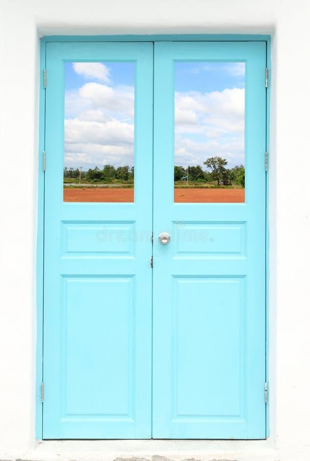 Греческая дверь типа с страной природы стоковые изображения rf