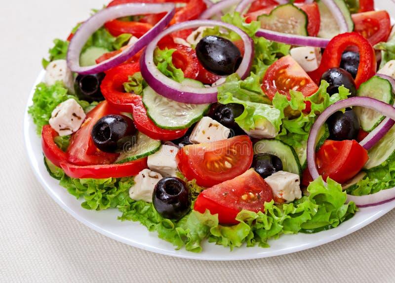 Греческая и итальянская еда - салат свежего овоща стоковая фотография rf