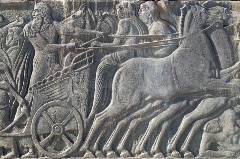 Греческая старая похожая металлическая пластинка на большом памятнике Александра, Греции стоковое изображение