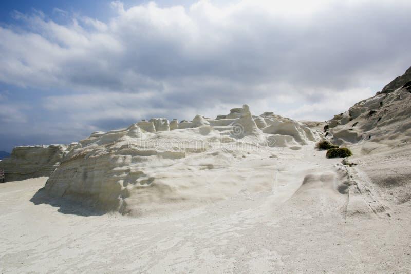 Греческий остров Milos, покрытый с белым песком стоковое изображение rf