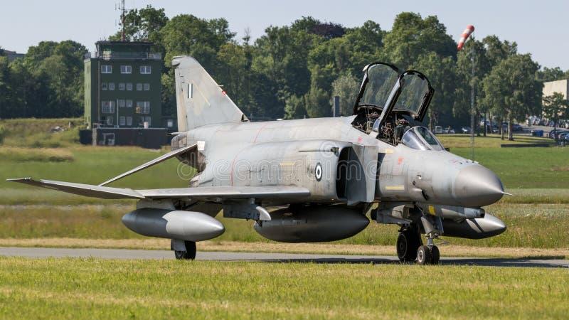 Греческий реактивный истребитель фантома военновоздушной силы F-4 стоковые изображения rf