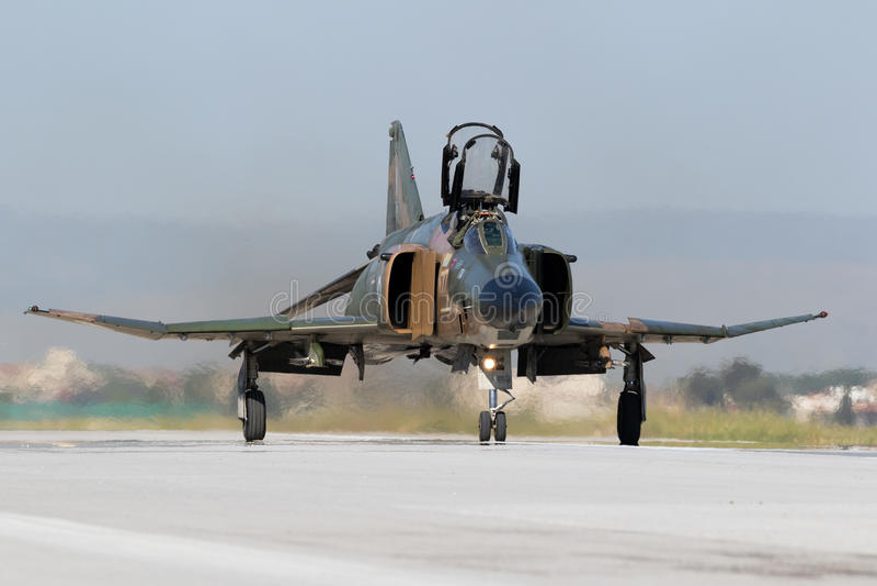 Греческий реактивный истребитель фантома F-4 стоковые фото