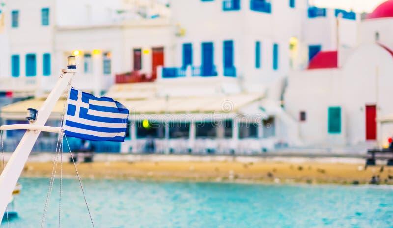 Греческий флаг на корабле стоковые изображения rf