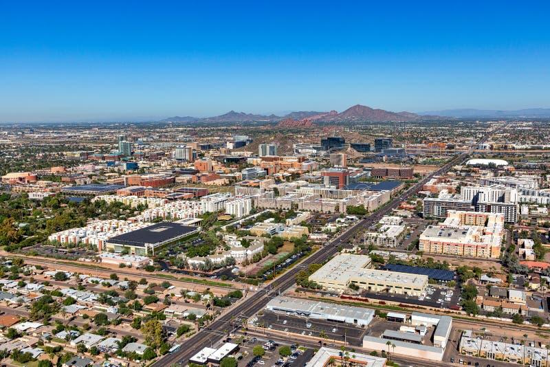 Греющся в солнечности воздушная перспектива горизонт Tempe, Аризоны стоковые изображения rf