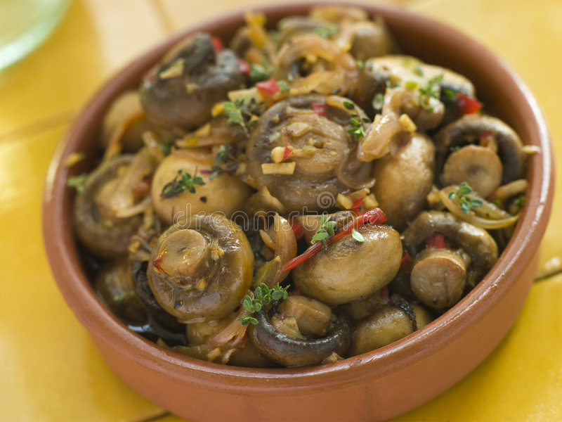 грибы чилей marinated чесноком стоковая фотография