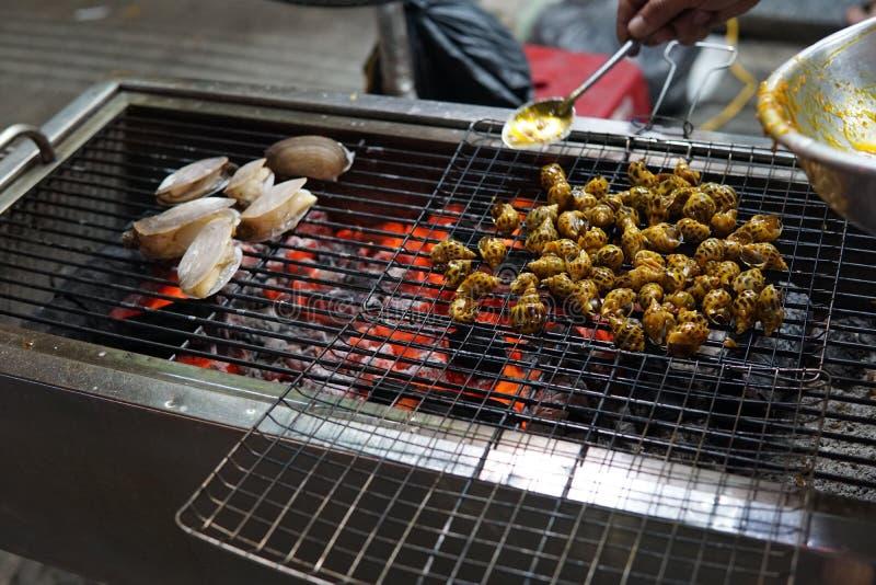 Гриль огня барбекю, seashells наяд моллюска, деликатесы устриц стоковое изображение