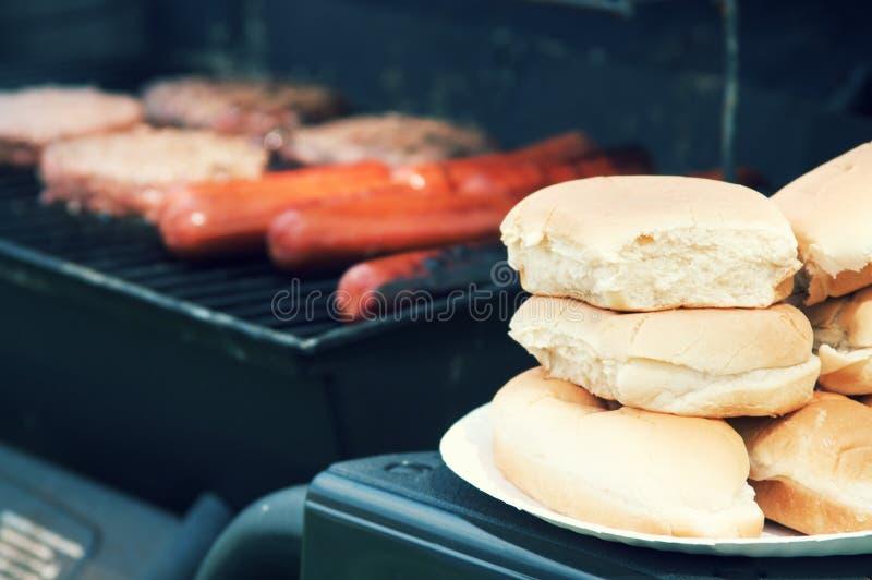 Гриля еда вне для кашевара вне стоковое фото rf