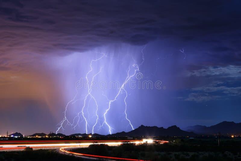 Гроза лета с молнией стоковая фотография rf