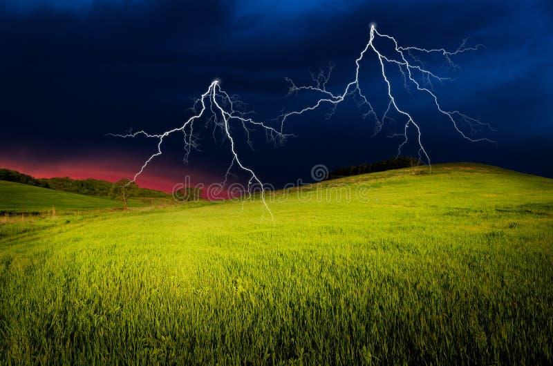 Гроза с молнией стоковое изображение