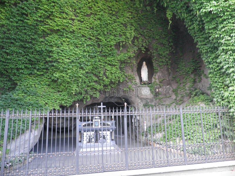 Грот Лурда в садах Ватикана стоковое фото rf