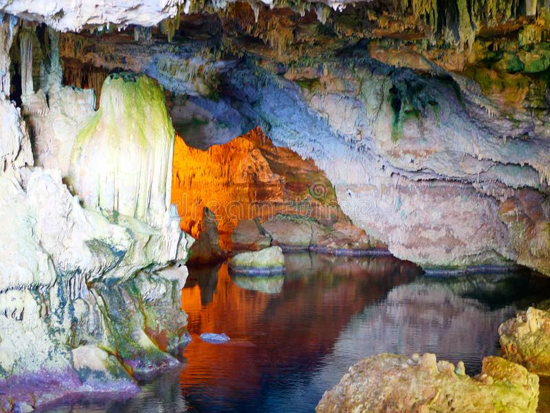 Грот Grotta di Nettuno ` s Нептуна, каподастр Caccia, Alghero, Сардиния, Италия стоковое фото rf