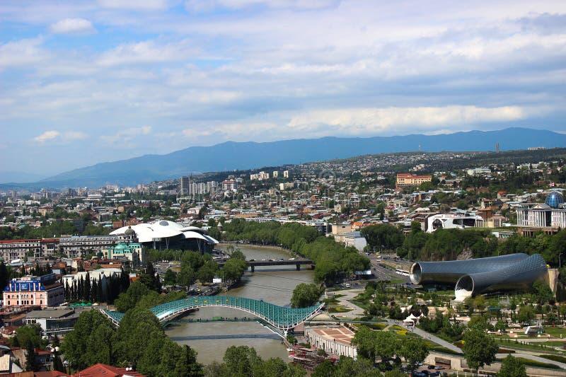 Грузия tbilisi Мост мира Река Kura стоковые изображения