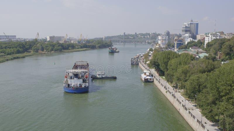 Грузовие корабли заплывания на реке в Rostov On Don стоковые фото