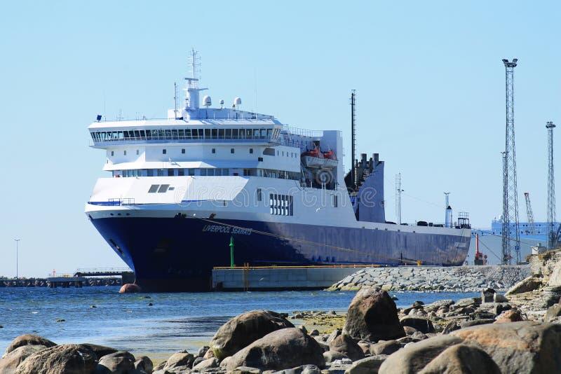 Грузовой и пассажирский корабль 'Ливерпуль' в закрытом порту стоковое фото