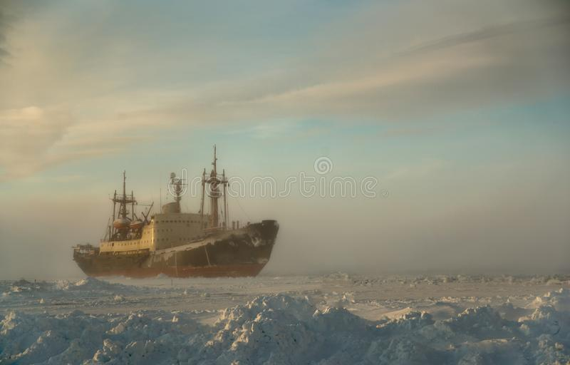 Грузовой корабль в Северном море стоковые фотографии rf