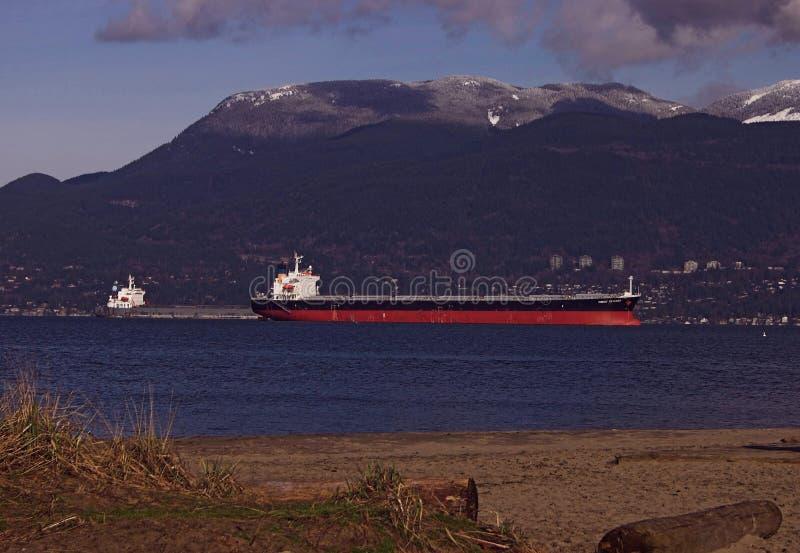 Download грузовой корабль стоковое изображение. изображение насчитывающей океан - 495199