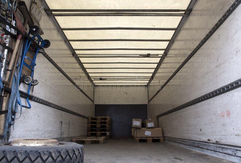 Download груз внутри трейлера стоковое фото. изображение насчитывающей перевозка - 17607386