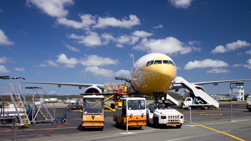 Груз загрузки самолета стоковое фото rf