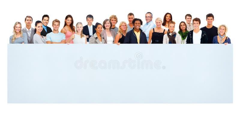 группа афиши пустая держа большие людей стоковое фото