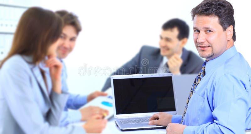 Группа в составе бизнесмены в встрече стоковая фотография rf