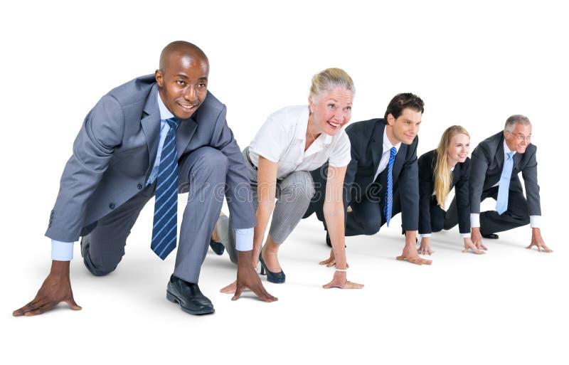 Группа в составе бизнесмены на отправная точка стоковая фотография