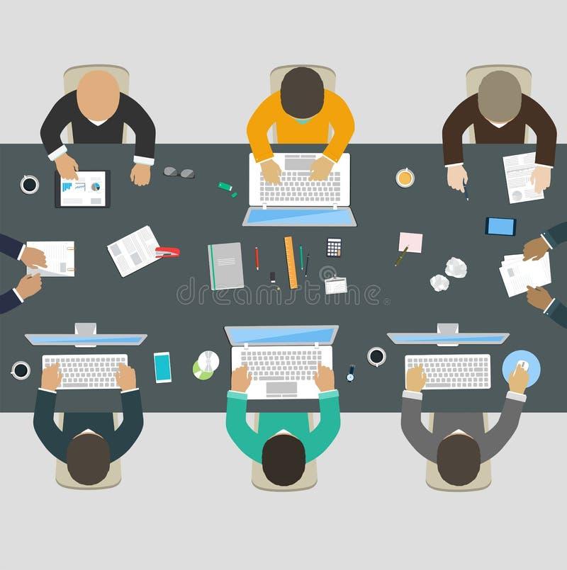 Группа в составе бизнесмены работая для стола офиса иллюстрация вектора