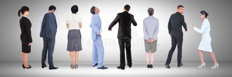 Группа в составе бизнесмены стоя с серой виньеткой стоковая фотография rf