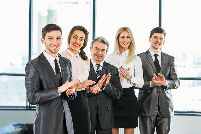 Группа в составе бизнесмены стоковые изображения rf