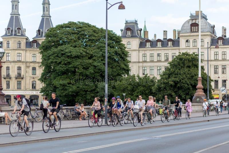 Группа в составе велосипедисты в Копенгагене стоковые изображения