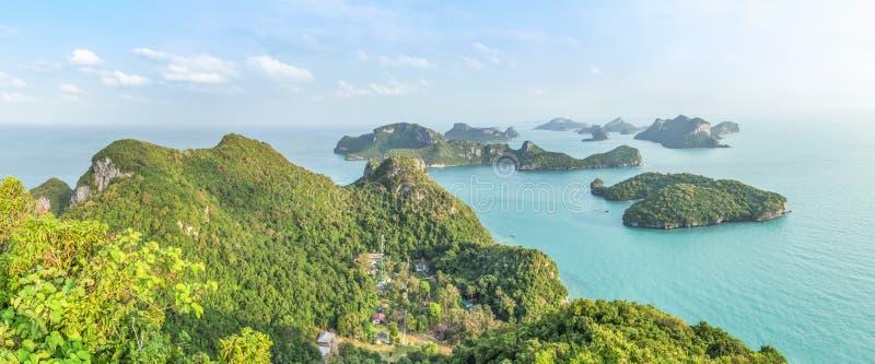 Группа в составе взгляда ландшафта панорамы воздушная парк островов Angthong национальный морской от точки зрения Pha июня Jaras  стоковые фото