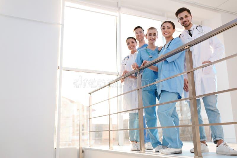 Группа в составе врачи Концепция единства стоковые изображения rf
