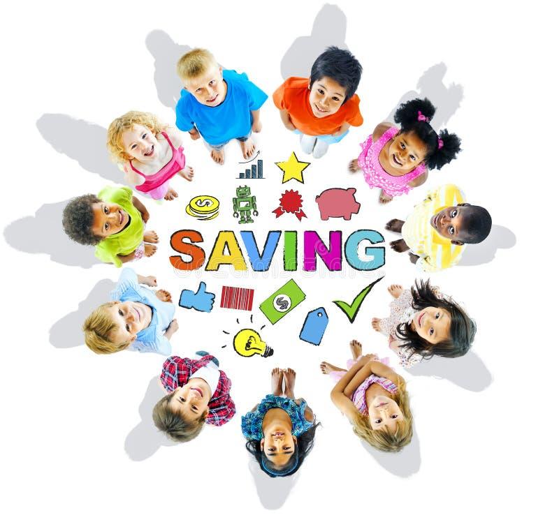 Группа в составе дети и концепция сбережений стоковая фотография