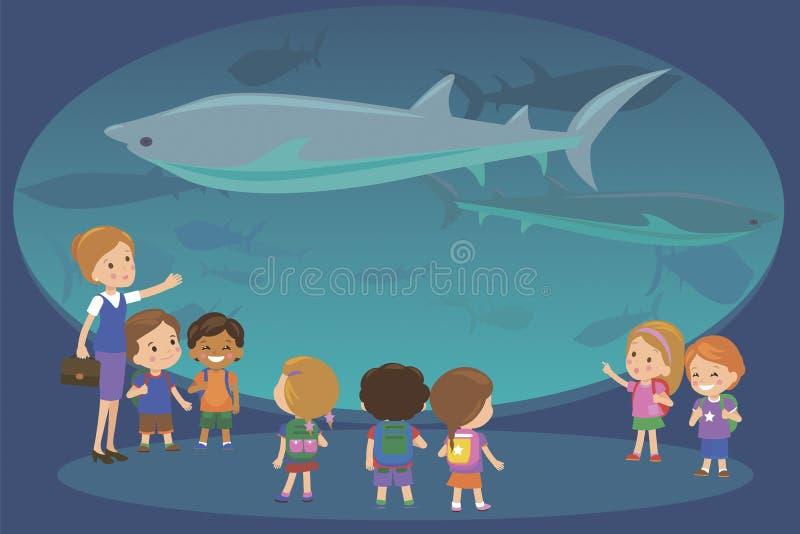 Группа в составе дети наблюдая акул на отклонении аквариума oceanaruim с учителем Студенты школы или детского сада на сохраненный бесплатная иллюстрация