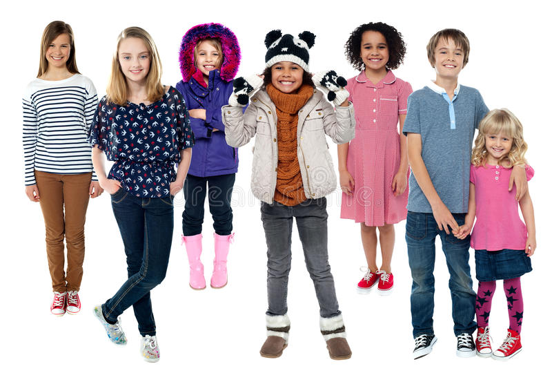 Группа в составе дети стоя совместно стоковое фото