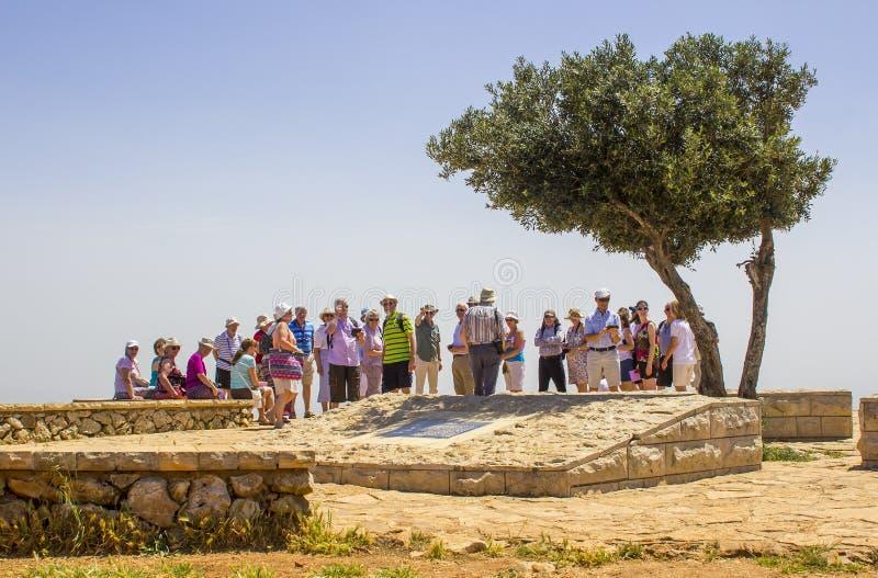 Группа в составе ирландские туристы на точка зрения на пропасти Израиле держателя стоковая фотография rf
