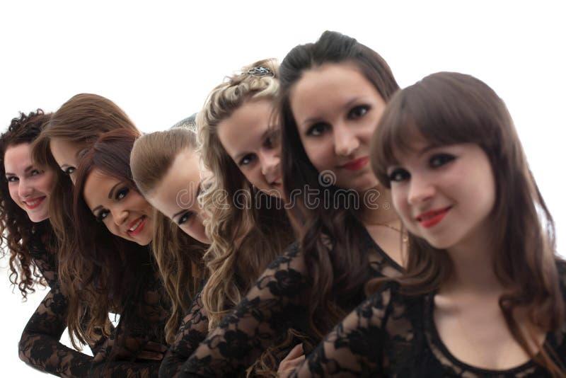 Группа в составе молодые привлекательные девушки, конец-вверх стоковая фотография rf