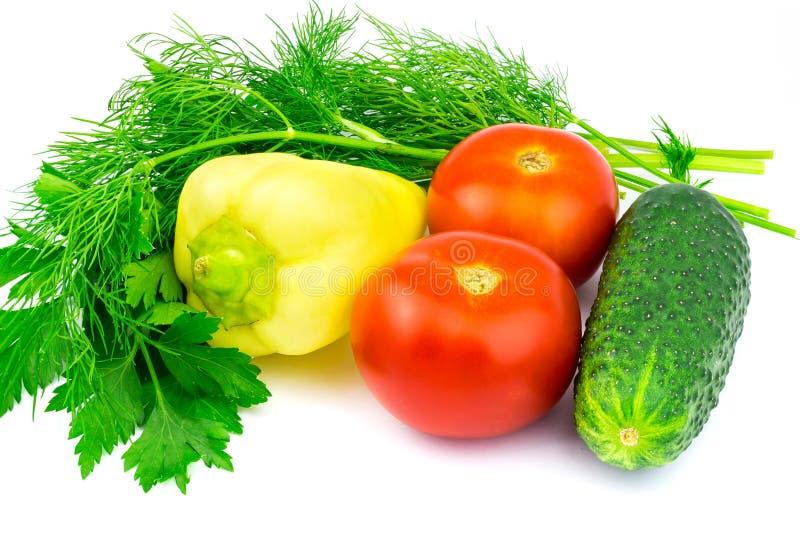 Группа в составе овощи и зеленые травы изолированные на белой предпосылке стоковое фото rf