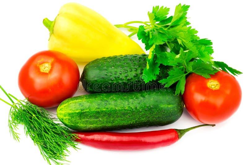 Группа в составе овощи и зеленые травы изолированные на белой предпосылке стоковая фотография rf