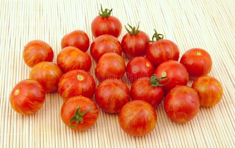 Группа в составе свежие томаты вишни стоковое фото rf